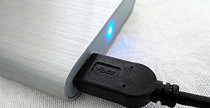 Dysk zewnętrzny to idealne urządzenie do przechowywania wrażliwych danych oraz dokumentów, których nie chcemy stracić.