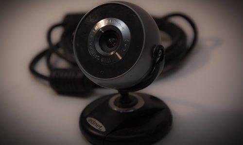 Kamera internetowa przydatna jest podczas rozmów przez komunikatory internetowe oraz np. przy streamowaniu.