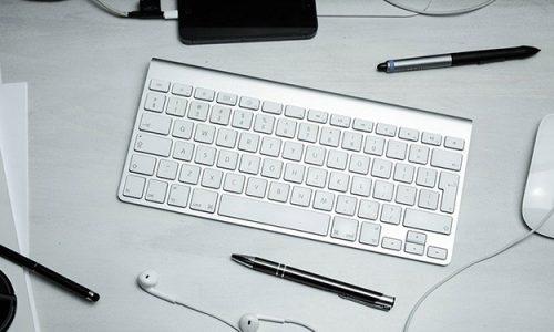 Klawiatura bezprzewodowa to bardzo wygodne rozwiązanie, które sprawdzi się przede wszystkim z laptopem oraz tabletem.