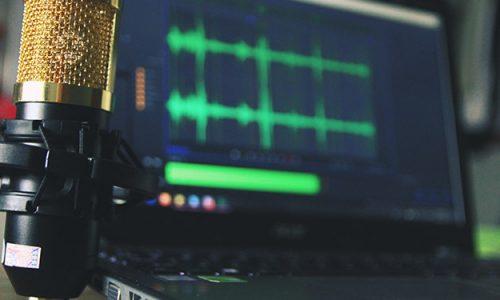 Dobry mikrofon do komputera nie może zbierać zbyt wielu dźwięków z otoczenia.
