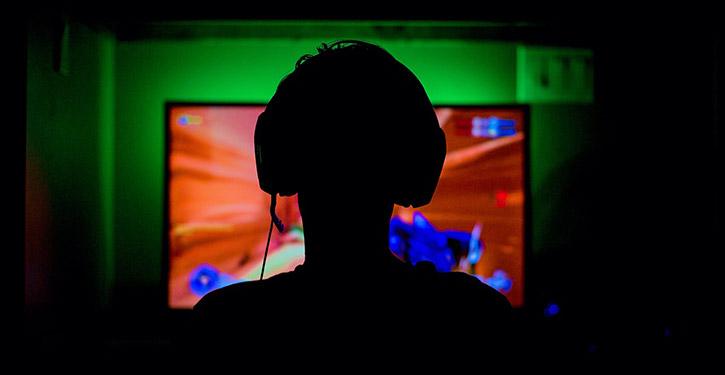 Monitor gamingowy to bardzo istotny element każdego set up'u gamingowego. Dobry monitor potrafi dać przewagę nad innymi graczami.