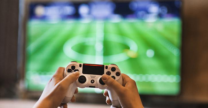 Telewizor 4K do konsoli – jaki wybrać i kupić? Najlepsze telewizory 4K do konsoli w rankingu 2021!