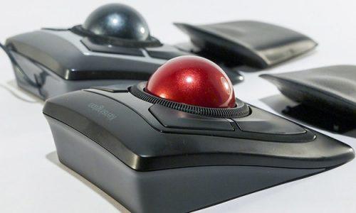 Trackball nie jest zbyt popularny, ale może stać się alternatywą dla myszki w niektórych grach.